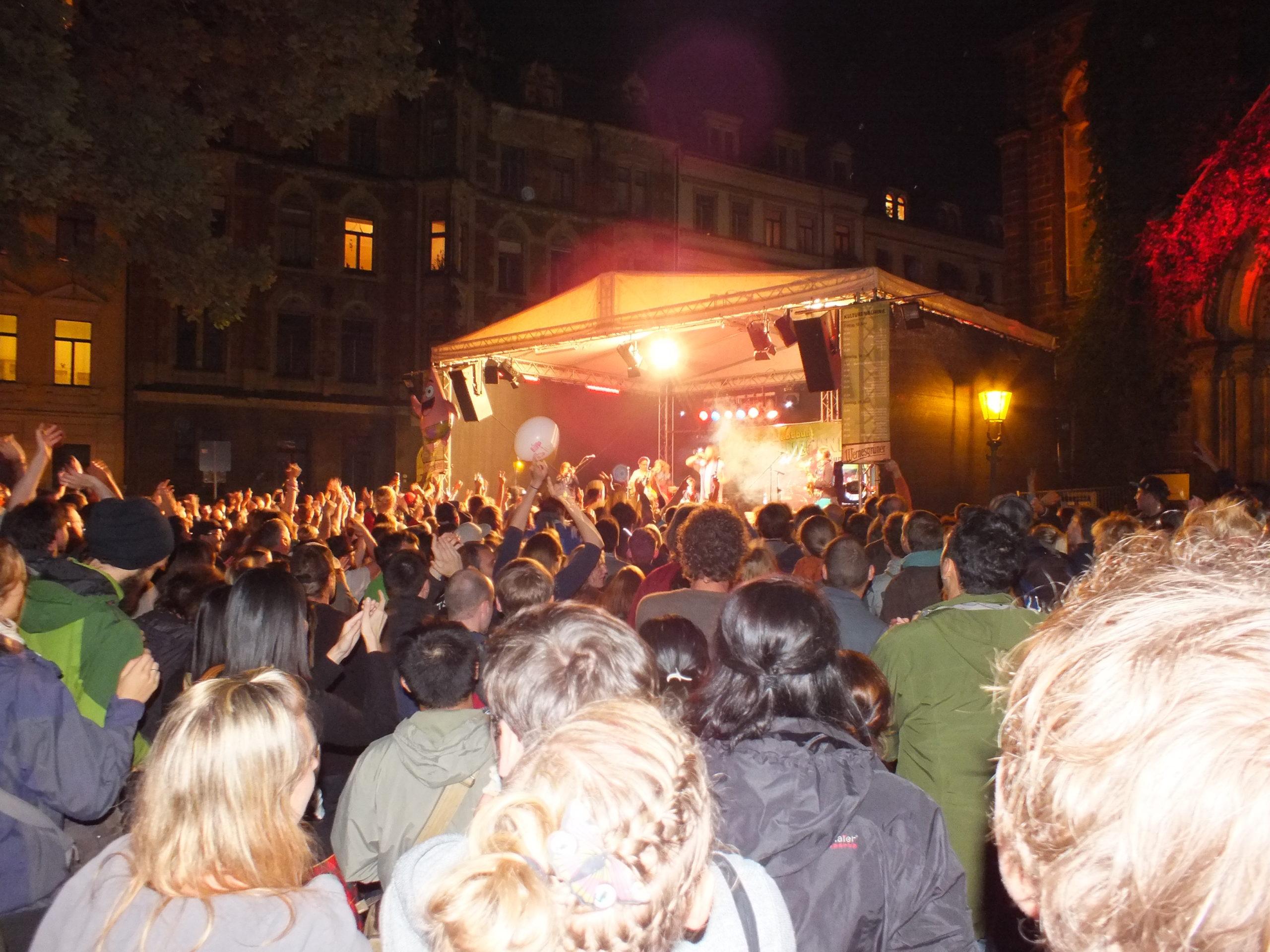 Biete Bühnenplatz | Bewerbungen für die Kulturen- und die Kinderbühne am Martin-Luther-Platz!